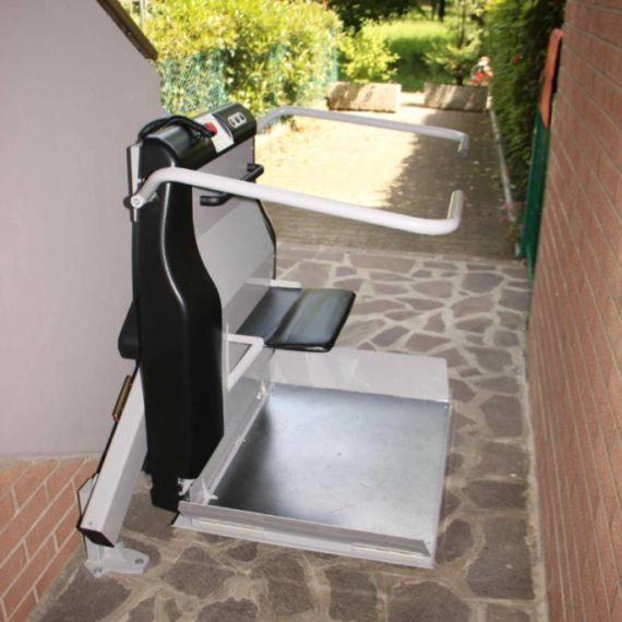 servoscala per sedie a rotella