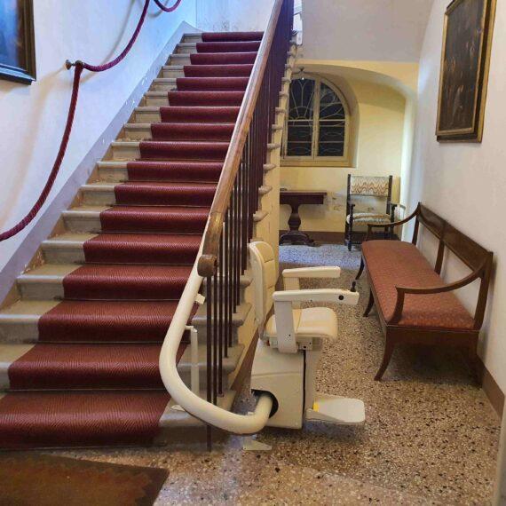 montascale a Rimini, servoscala per trasporto persone anziane o che fanno fatica a fare i gradini